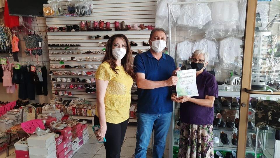 Reconoce Gobierno Municipal de Cananea a Comerciantes que mantienen en óptimas condiciones las fachadas de sus establecimientos.