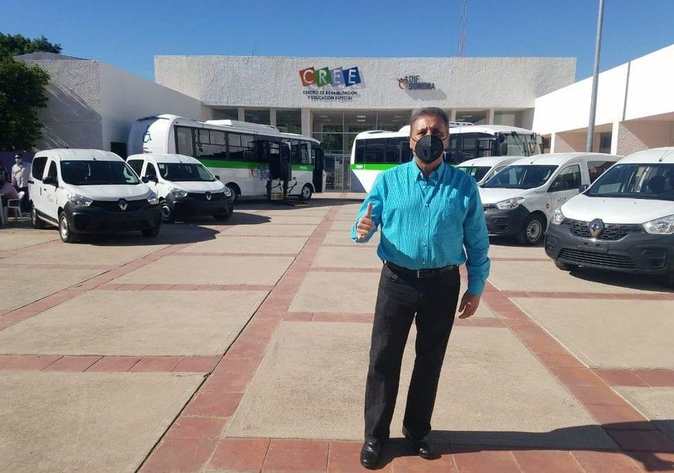 Recibe Alcalde Camión para discapacitados, gestión de DIF Municipal.
