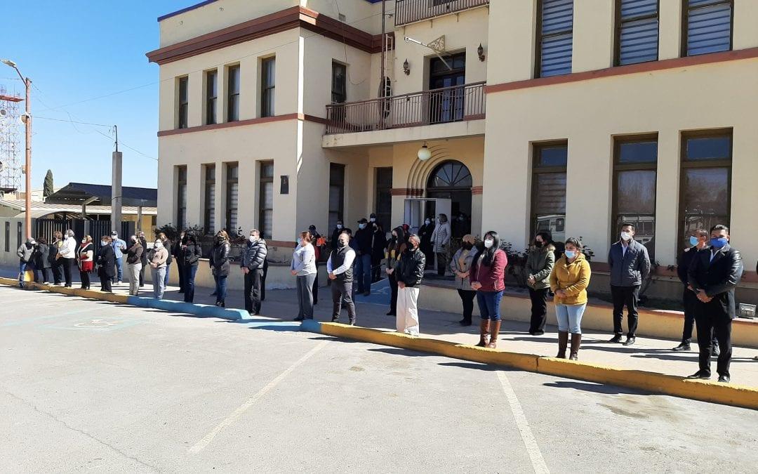 Rinden homenaje en honor a Víctimas y Enfermos de Covid-19 corporaciones de Seguridad Pública, Cruz Roja y Bomberos acompañados de integrantes del Gobierno Municipal de Cananea.