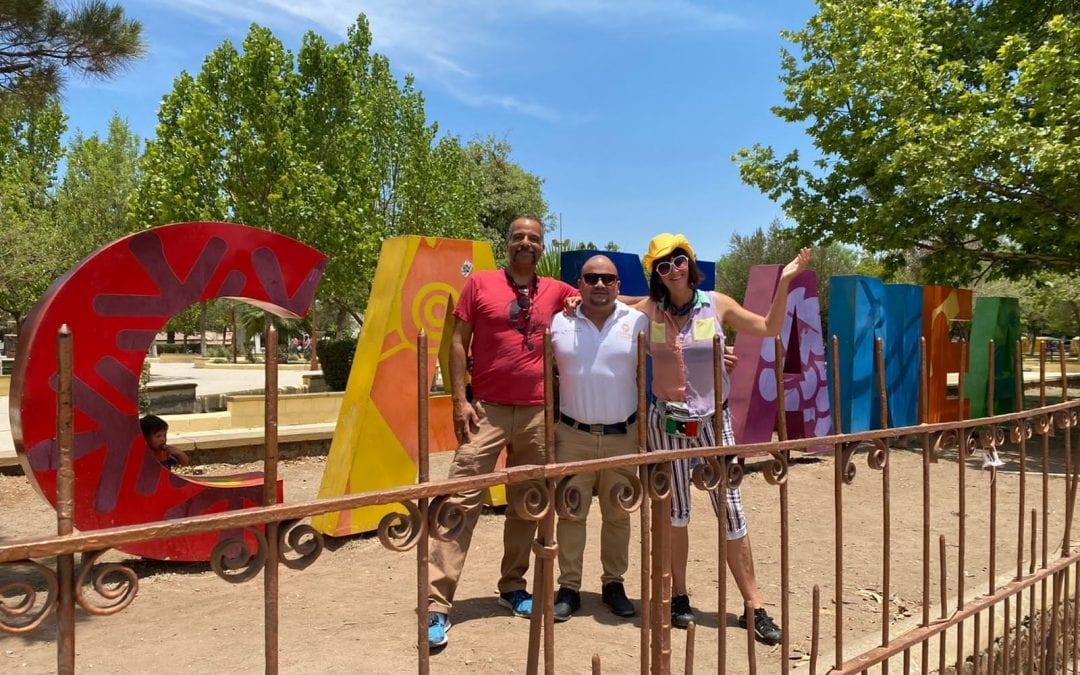 """Esta mañana desde  Bisbee, Arizona, USA, nos visitó Gretchen Baer fundadora del """"Estudio Mariposa"""" promotora del arte en la fronteras Usa/Mexico"""