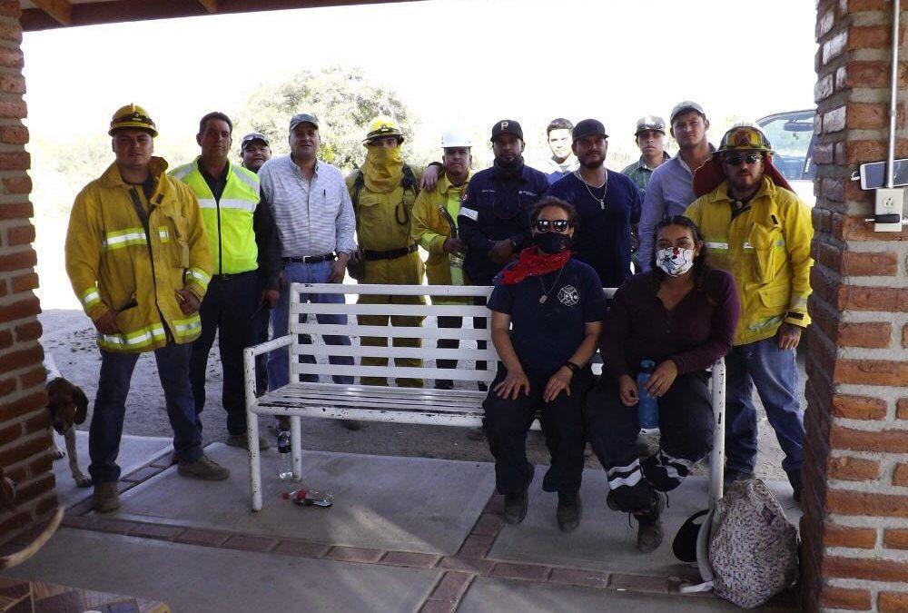 Eduardo Quiroga Jiménez, Presidente Municipal, apoya en  el combate para sofocar Incendio Forestal en Agua Prieta.