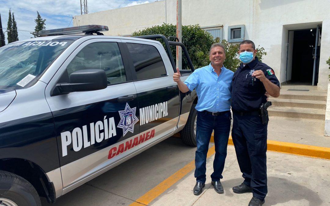 Nueva patrulla entrega Presidente Municipal a Comisaría.